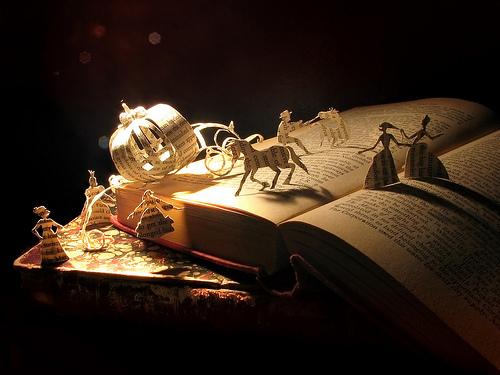 http://petitelunesbooks.cowblog.fr/images/Autresimages/BookandCharacters.jpg