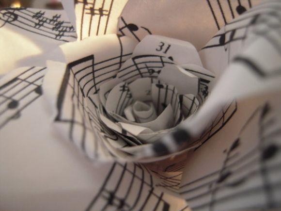 http://petitelunesbooks.cowblog.fr/images/Autresimages/MusicalRose.jpg